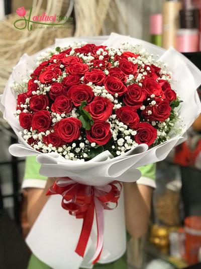 Bó hoa hồng đỏ kết hợp hoa baby