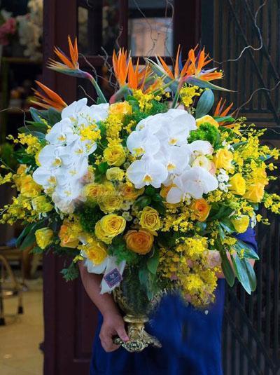 Bình hoa chúc mừng rực rỡ