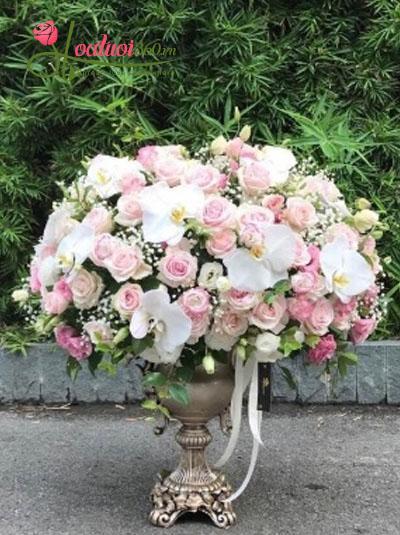 Bình hoa chúc mừng tone nhã nhặn
