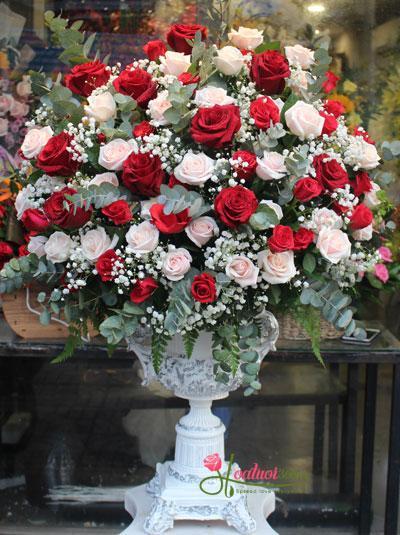 Bình hoa hồng chúc mừng sang trọng