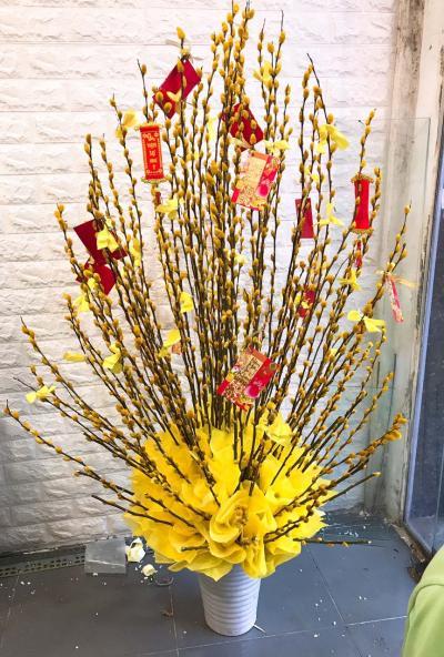 Bình hoa nụ tầm xuân chưng tết