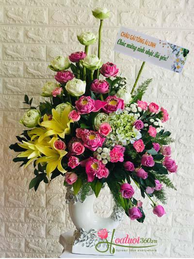 Bình hoa sen - Lòng biết ơn