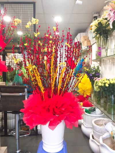 Bình hoa nụ tầm xuân - Rực rỡ đón tết
