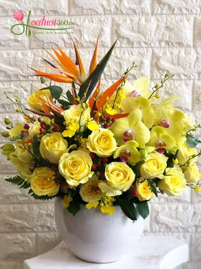 Bình hoa tone vàng rực rỡ