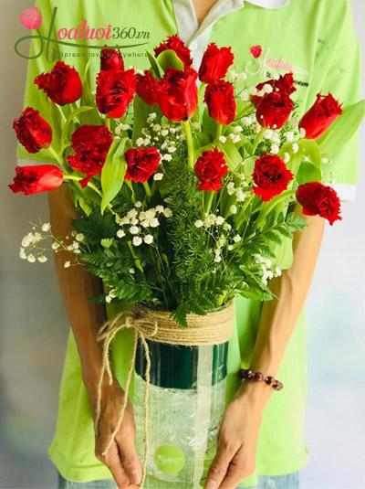 Bình hoa Tulip đỏ - Hạnh phúc mỗi ngày