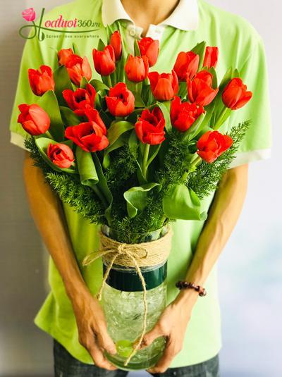 Bình hoa Tulip đỏ cam - Thì thầm