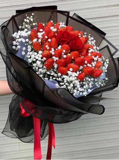 Bó hoa dâu tây - Sự kết hợp tuyệt vời