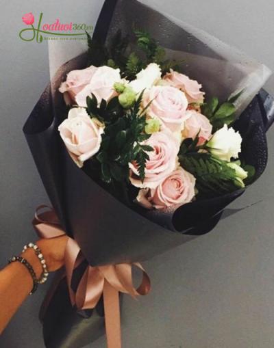 Bó hoa hồng tắng tinh khôi, tình yêu trong sáng