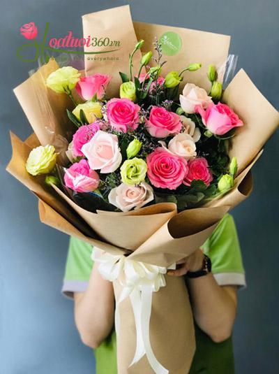 Bó hoa hồng đẹp nhất - Cô gái vui vẻ