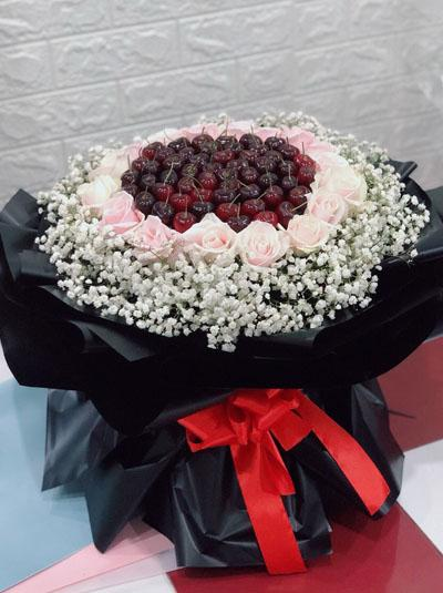 Bó hoa hồng kết hợp cherry