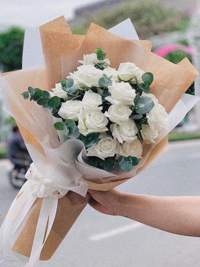 Bó hoa hồng trắng - Vẻ đẹp tinh khiết
