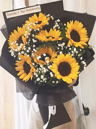 Bó hoa hướng dương- Người bí ẩn