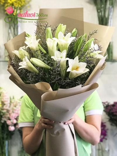 Bó hoa loa kèn- Chào tháng 4