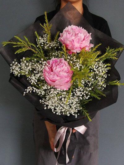 Bó hoa mẫu đơn- Đời có đôi