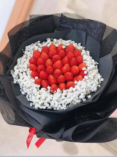Bó hoa trái cây- Bó dâu tây kết hợp baby