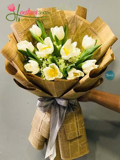 Bó hoa tulip trắng