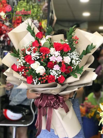Bó hoa tươi đẹp- May mắn mỉm cười