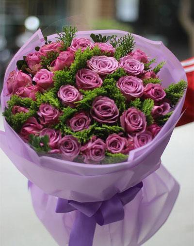 Bó hoa hồng tím tặng sinh nhật bạn gái hay mộng mơ