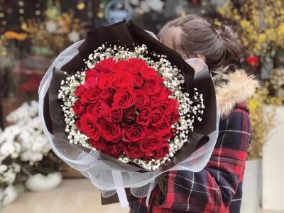 Bó hó hồng đỏ  thể hiện tình yêu mãnh liệt