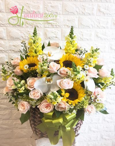 Giỏ hoa chúc mừng- Chuyển trọn yêu thương