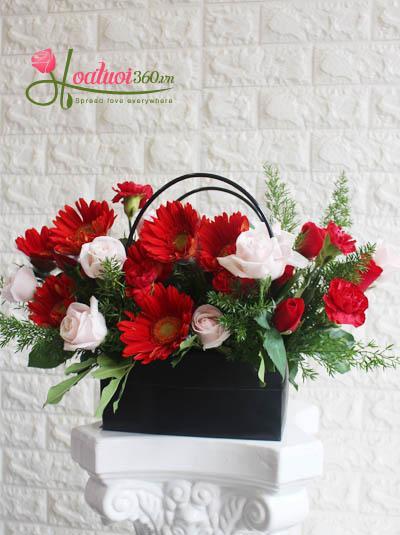 Giỏ hoa chúc mừng - Sắc màu hạnh phúc