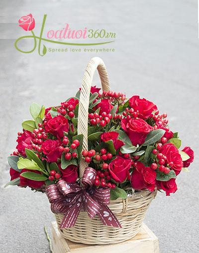 Giỏ hoa hồng đỏ chuỗi ngọc