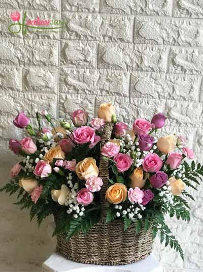 Giỏ hoa mix hoa hồng đủ màu
