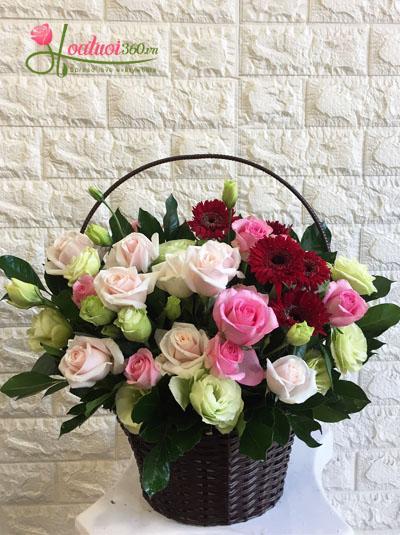 Giỏ hoa tặng sinh nhật bạn bè
