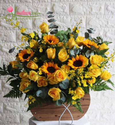 Giỏ hoa tone vàng rực rỡ