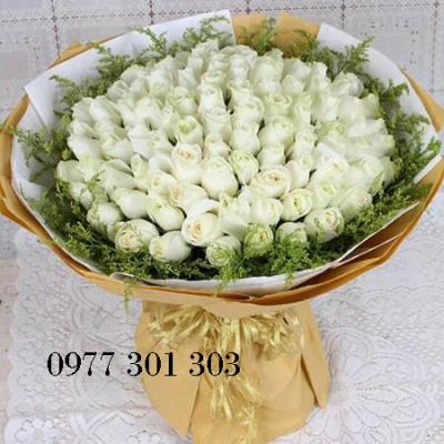 Bó hoa hồng trắng 50 bông sự trẻ trung và niềm tự hào