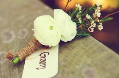 hoa cài ngực đại biểu