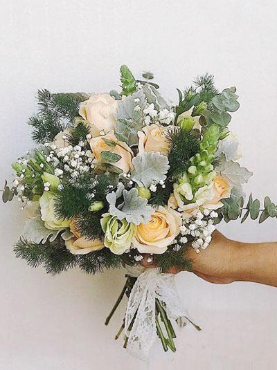 Hoa cầm tay cô dâu - Mãi bên nhau