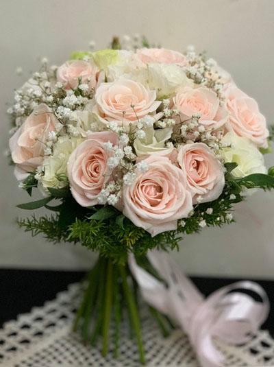 Hoa cầm tay cô dâu - Nụ cười rạng rỡ