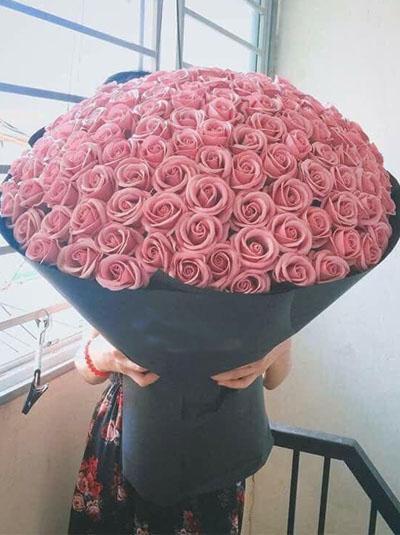 Hoa hồng sáp - Bó hồng da khổng lồ