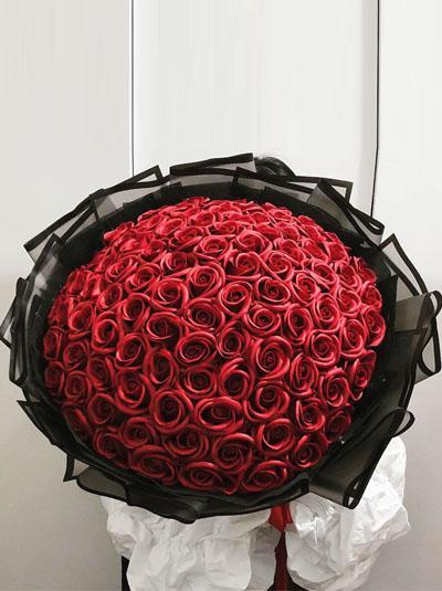 Hoa hồng sáp - Bó hồng đỏ 99 bông