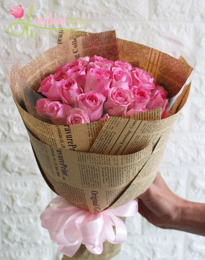 Bó hoa hồng màu hồng thể hiện một tình yêu say đắm