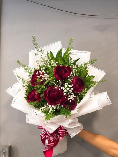 Bó hoa mẫu đơn phù hợp với hoa chúc mừng sinh nhật mẹ