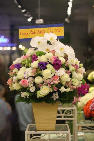 Hoa tặng sếp nữ đơn giản sang trọng