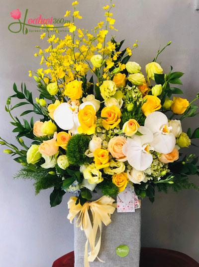 Hộp hoa chúc mừng - Nét thuần khiết
