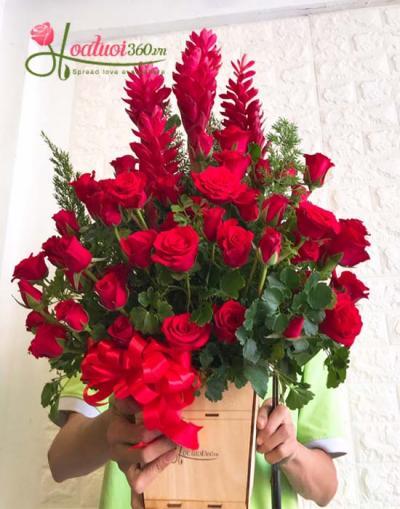 Hộp  hoa tone đỏ hạnh phúc