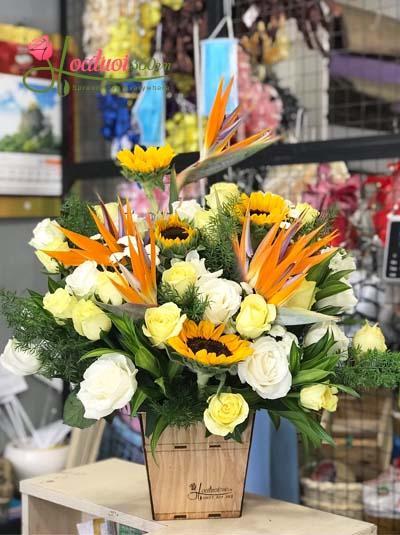 Hộp hoa tươi chúc mừng