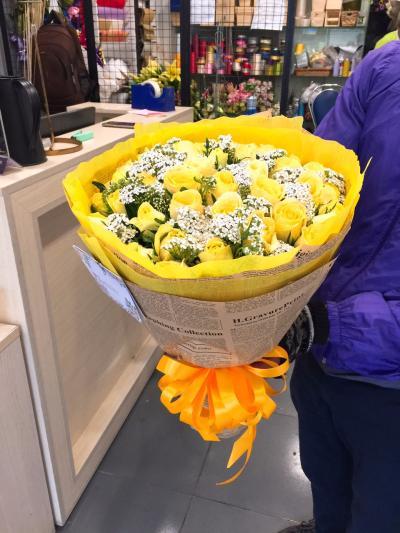 Bó hoa Hoa hồng vàng 15 bông bày tỏ chân thành lời cảm ơn mẹ đã hiểu con