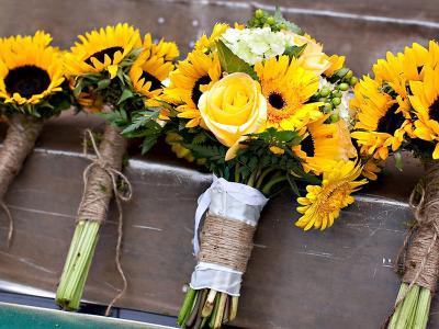 Tìm hiểu ý nghĩa và các cách cắm bó hoa hương dương đơn giản