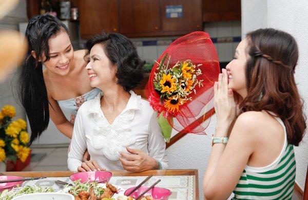 Tặng hoa 20/10 cho mẹ, vợ, bạn gái ý nghĩa nhất