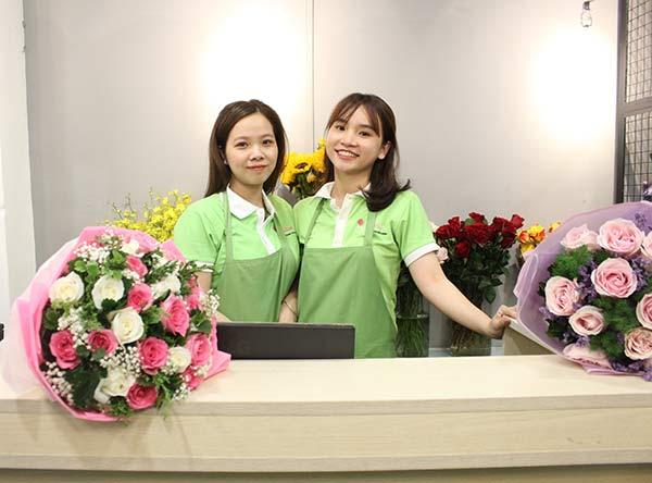 Nhân viên tư vấn tại công ty Hoa tươi 360