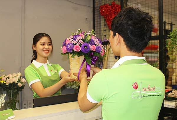 Nhân viên trẻ tại Hoa tươi 360