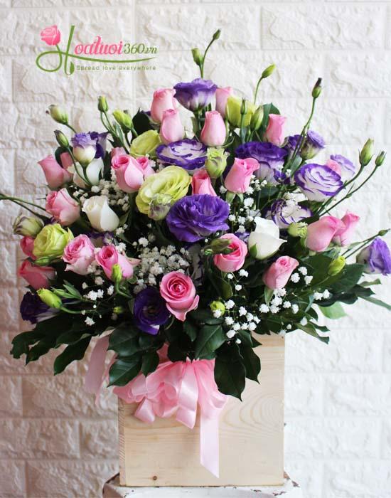 Hoa cắm hộp gỗ lãng mạn và ngọt ngào