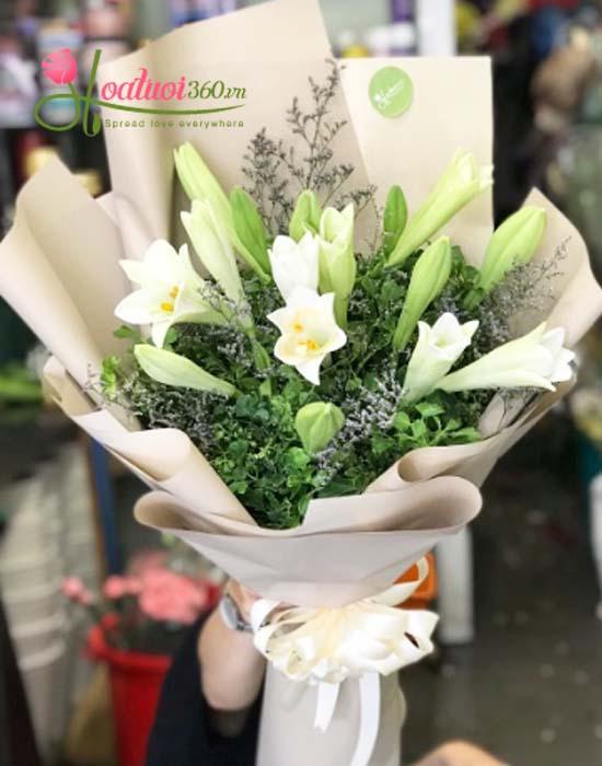 Bó hoa loa kèn tình yêu Hà Nội