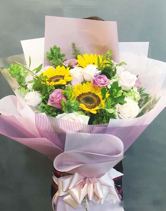 Bó hoa hướng dương chúc mừng tốt nghiệp kết hợp hồng tuyệt đẹp
