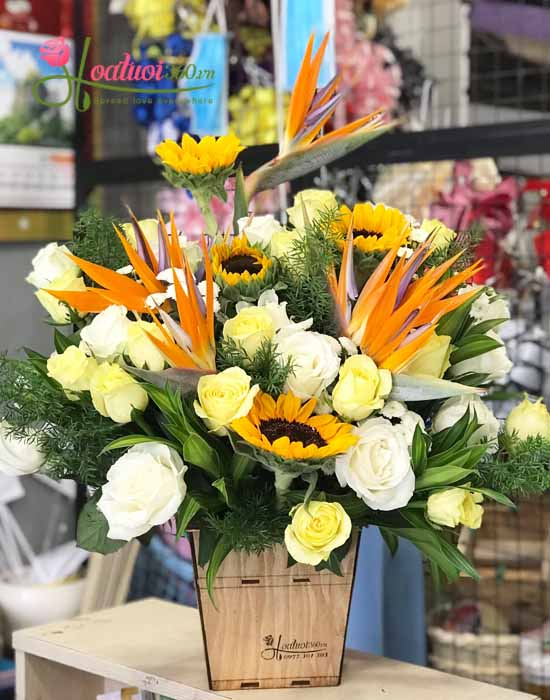 Hoa cắm hộp gỗ tặng người thân, bạn bè